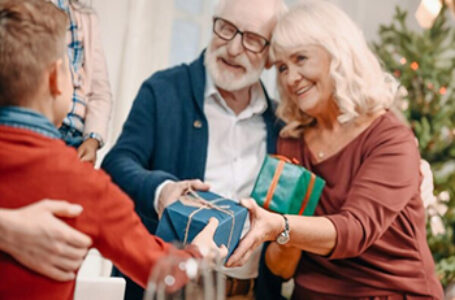 Christmas Gifts Ideas For Grandparents – How To Make Them Feel Happy?